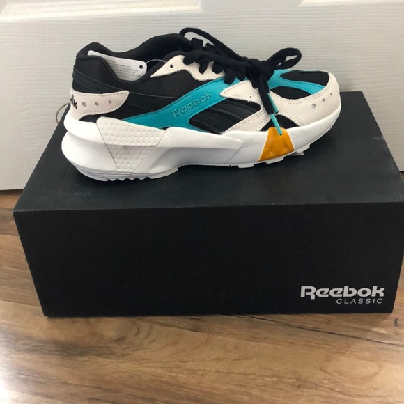 864c3b00 Gigi Hadid x Reebok Aztrek Double 93 Sneakers NWT